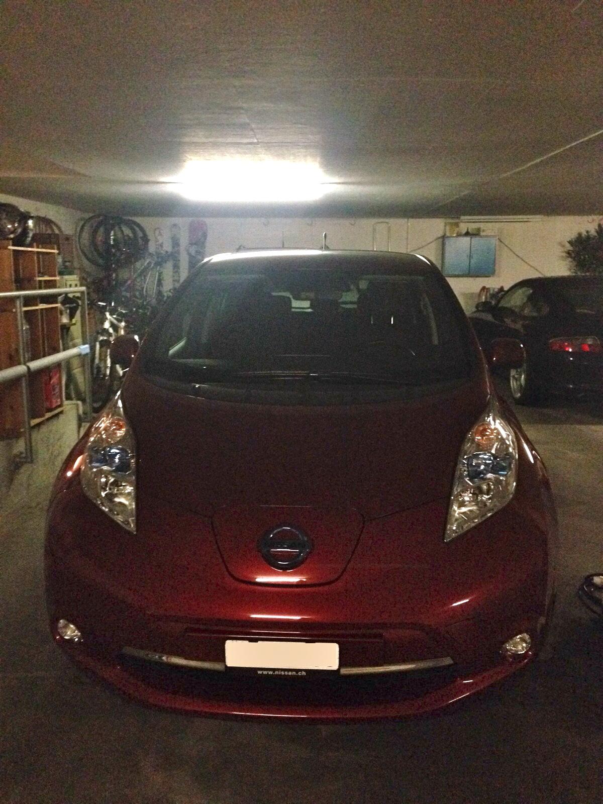 Nissan Leaf front side