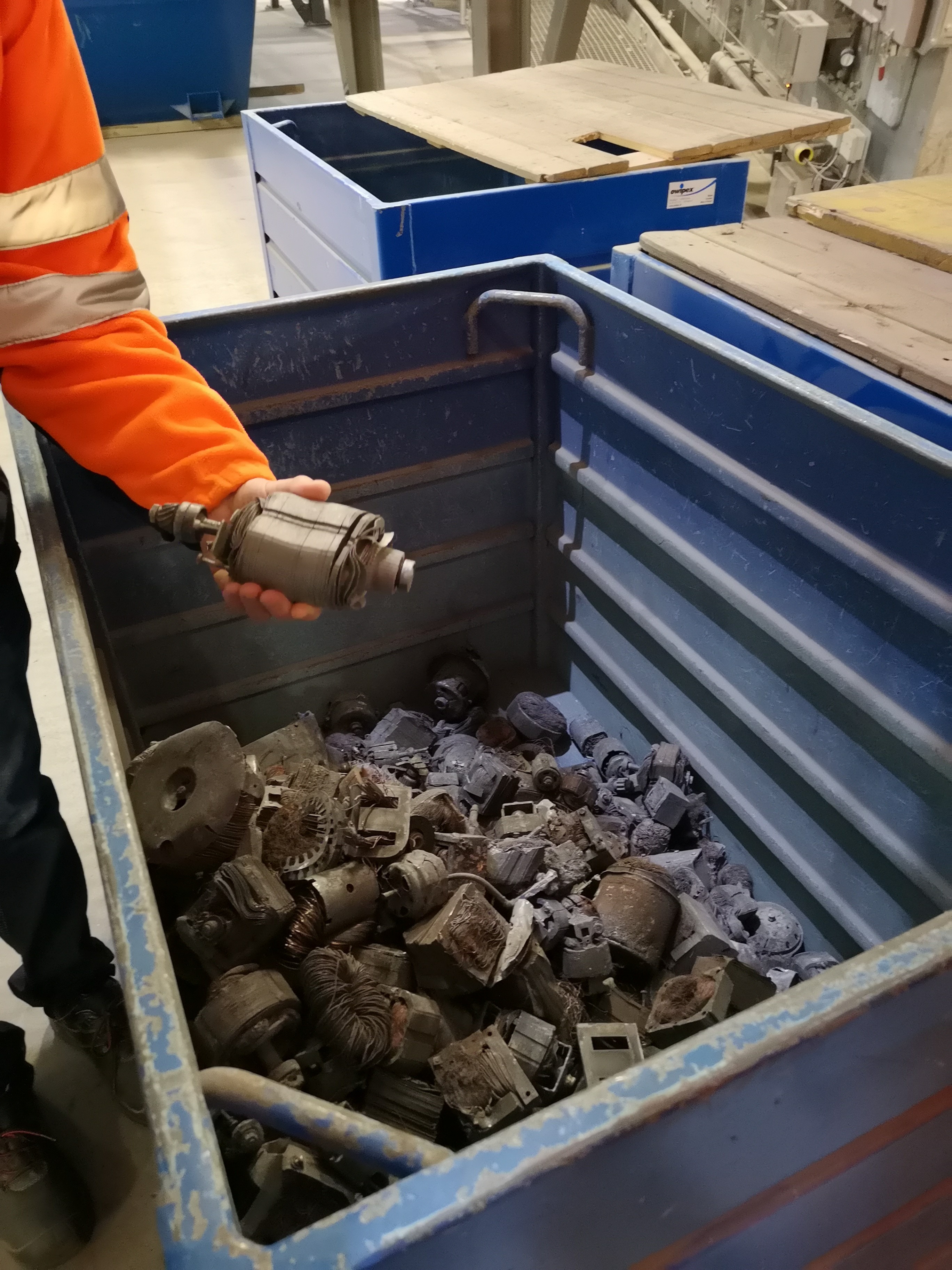 These are the big pieces that they take out in the hand sorting (aus Handsortierung)